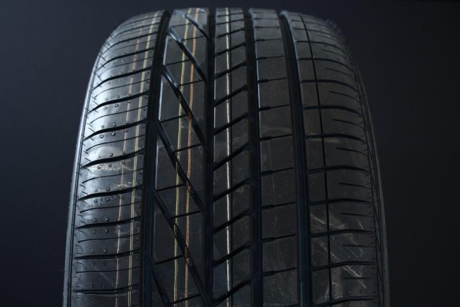 275/40R19 GOODYEAR EXCELLENCE RUNFLAT